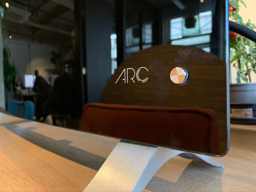 Rio ARC logo met voetstuk