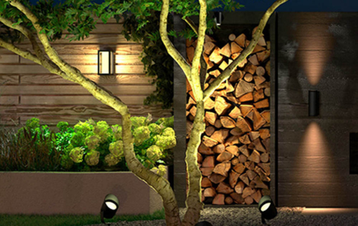 Philips Hue Lily XL in de tuin