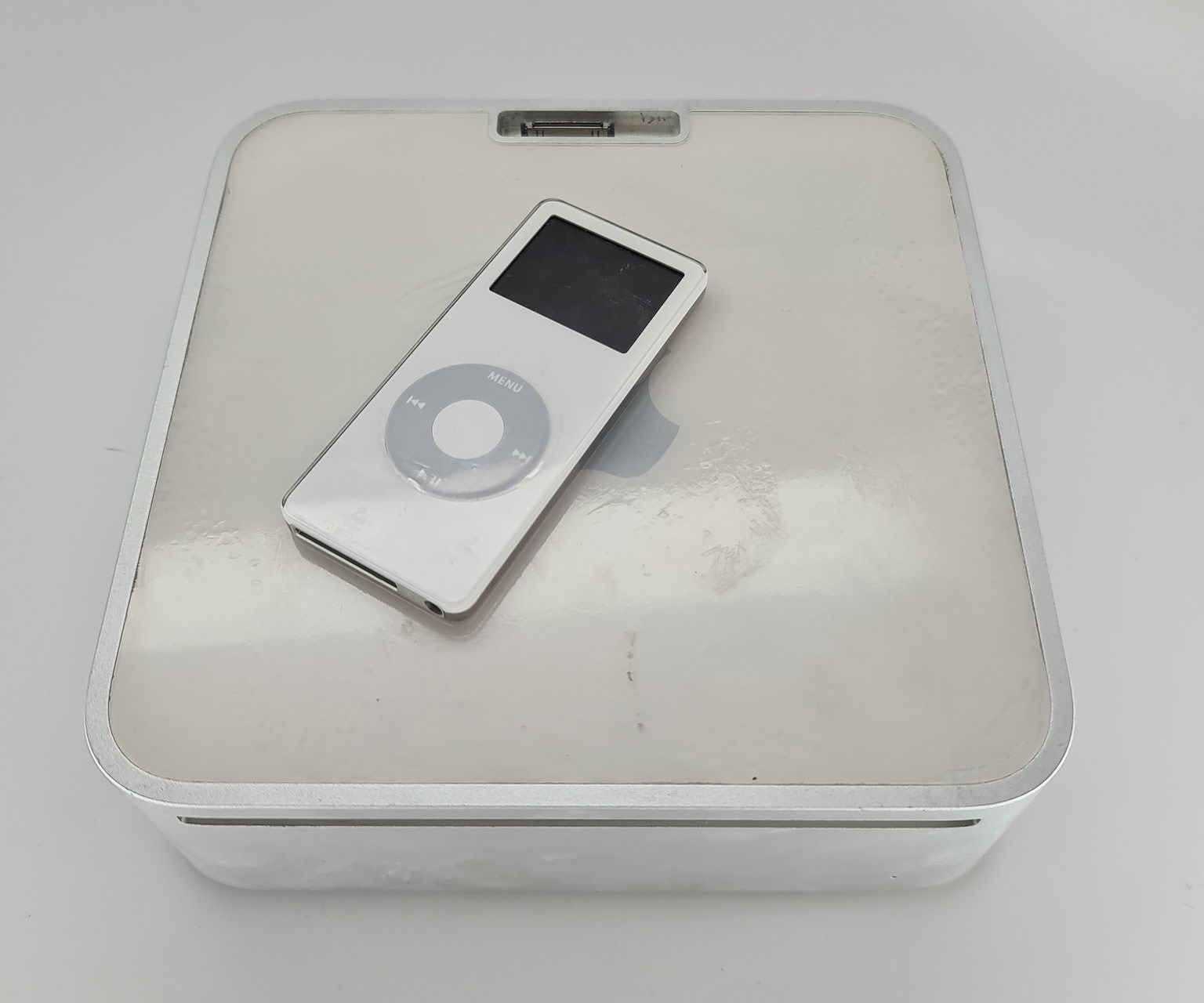 Mac mini prototype met iPod en dock.