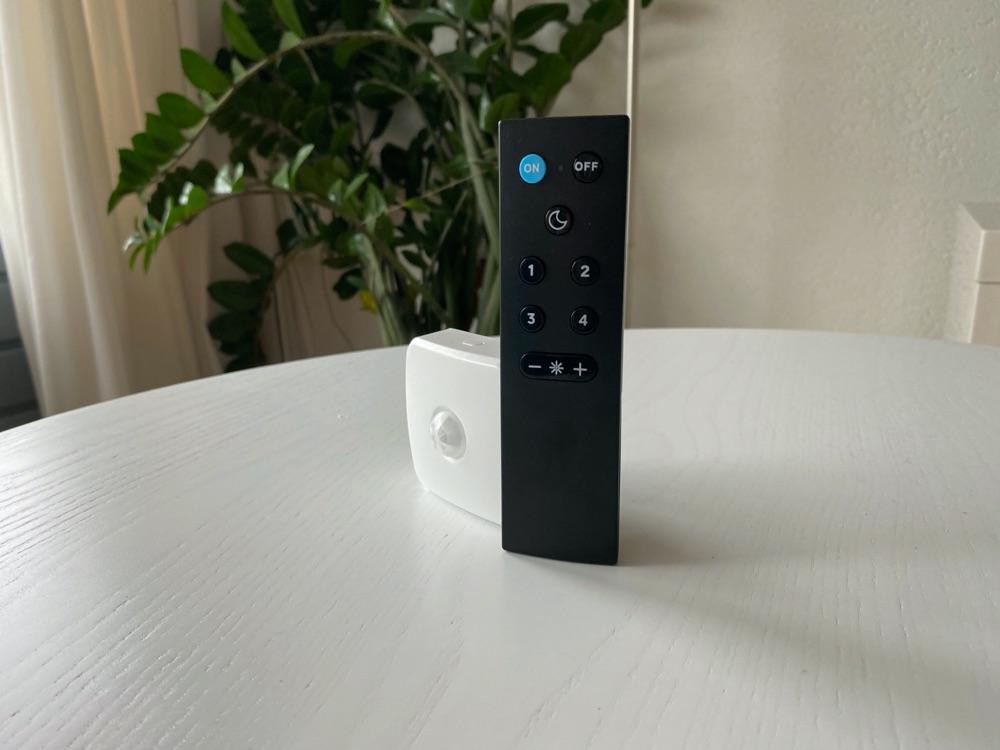 WiZ-accessoires: bewegingssensor en afstandsbediening.