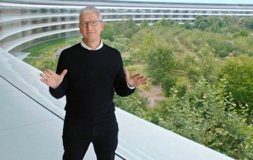 Tim Cook bij Apple Park