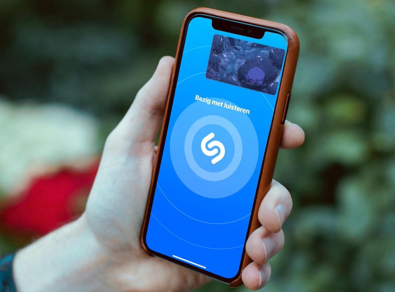 Shazam met picture in picture video.