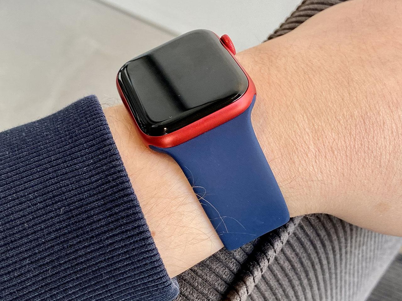 Apple Watch Series 6 met blauw en rood