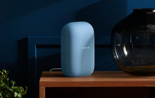 Google Nest Audio speaker in blauw