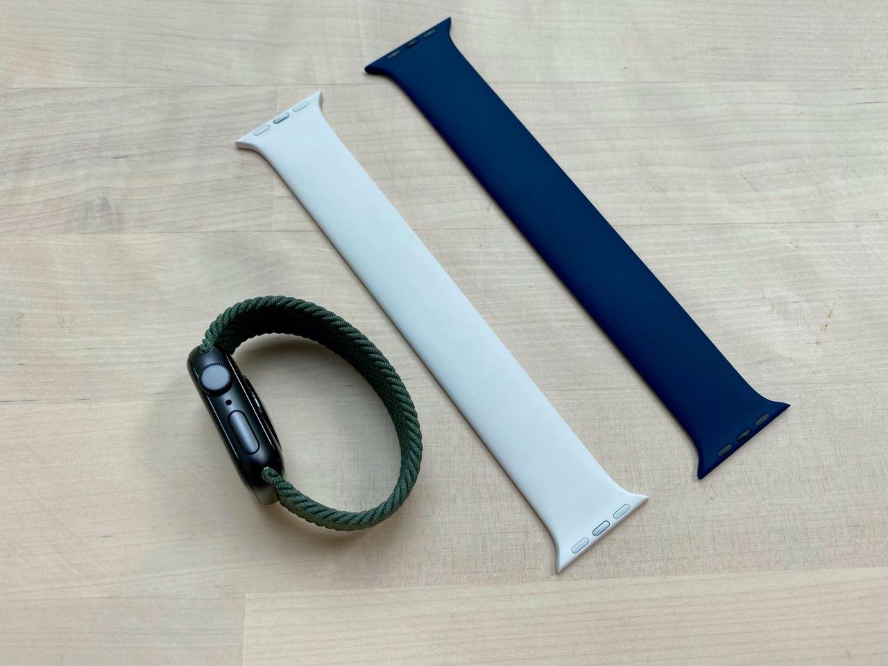 Apple Watch SE met solobandjes.