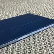 iPad Air 2020 met Smart Folio case in blauw.
