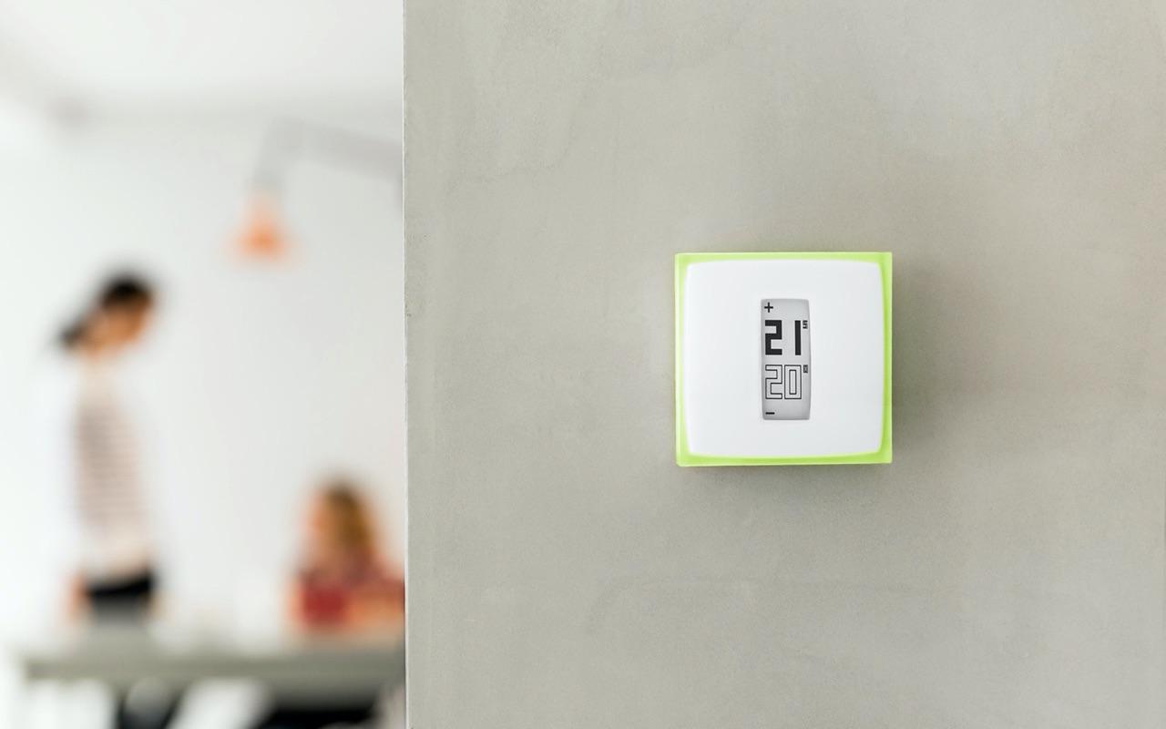 Netatmo Slimme Modulerende Thermostaat aan de muur.