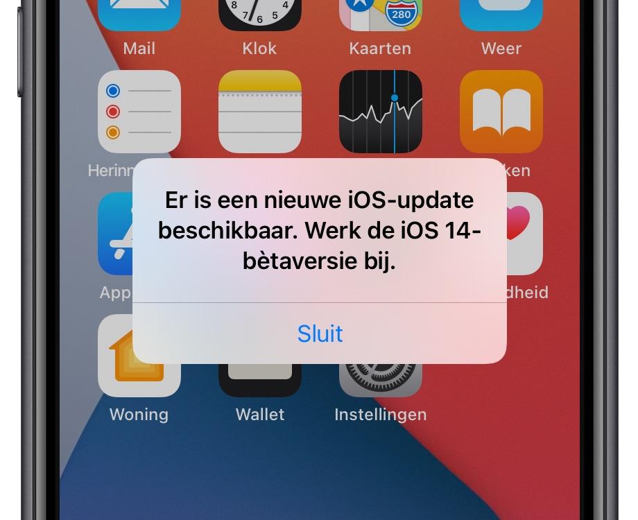"""iOS-beta melding """"werk beta bij""""."""