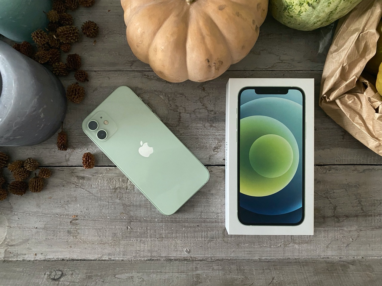 iPhone 12 review met doos.
