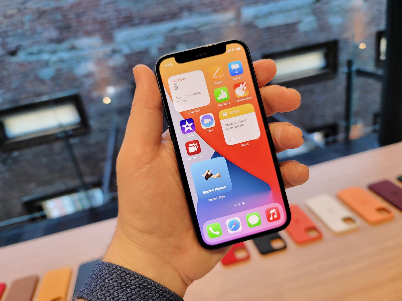 TechCrunch iPhone 12 mini hands on.