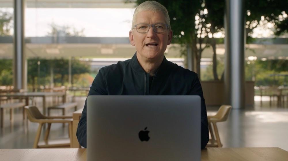 Tim Cook met M1 MacBook