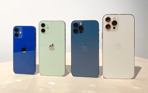 iPhone 12 familie toestellen staand.