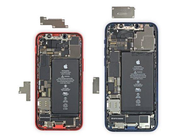 iFixit iPhone 12 mini teardown naast iPhone 12