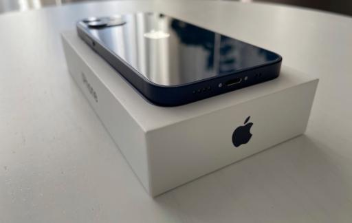 iPhone 12 mini review met doosje.