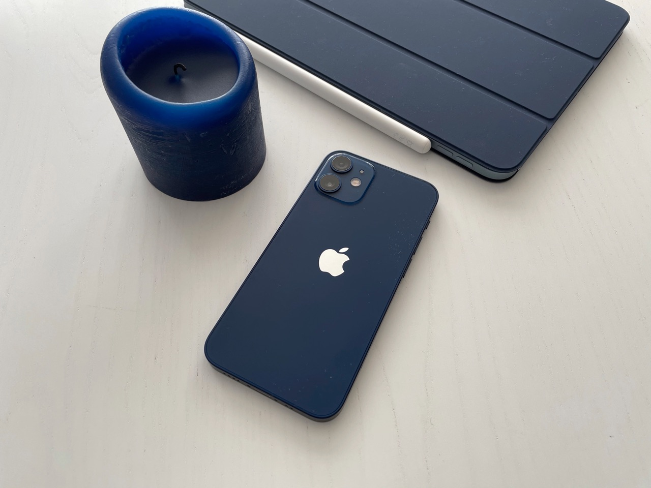 iPhone 12 mini review in blauw.