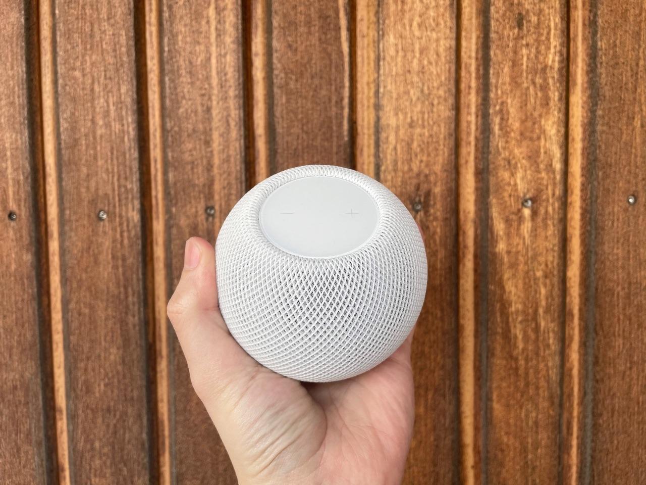 HomePod mini review: compact in de hand.