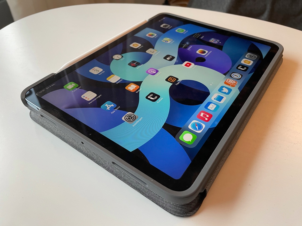 Logitech Folio Touch review: iPad in tabletstand.