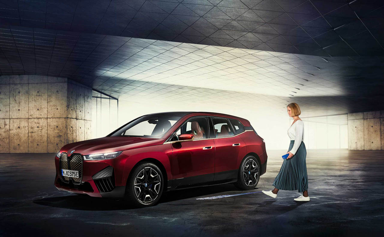BMW CarKey met Ultra Wideband in iX