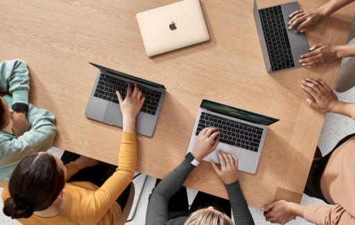 MacBook gebruikers today at Apple
