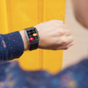 Apple-Watch-Theater-Mode-lifestyle