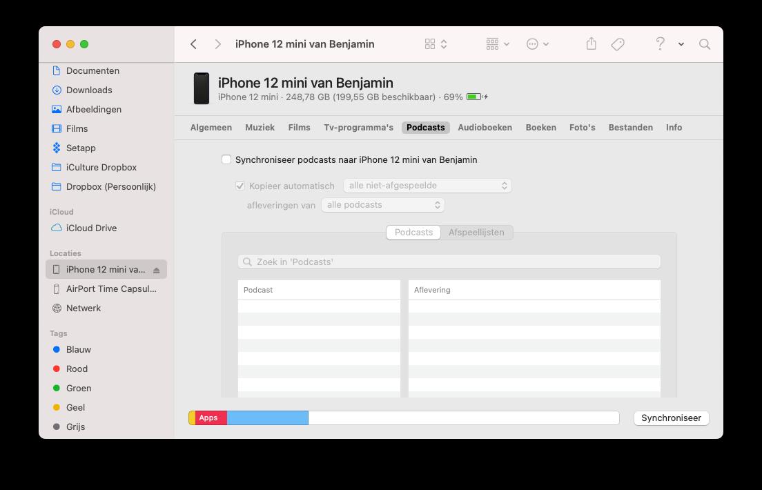 Podcasts naar iPhone synchroniseren met de Mac via de Finder.