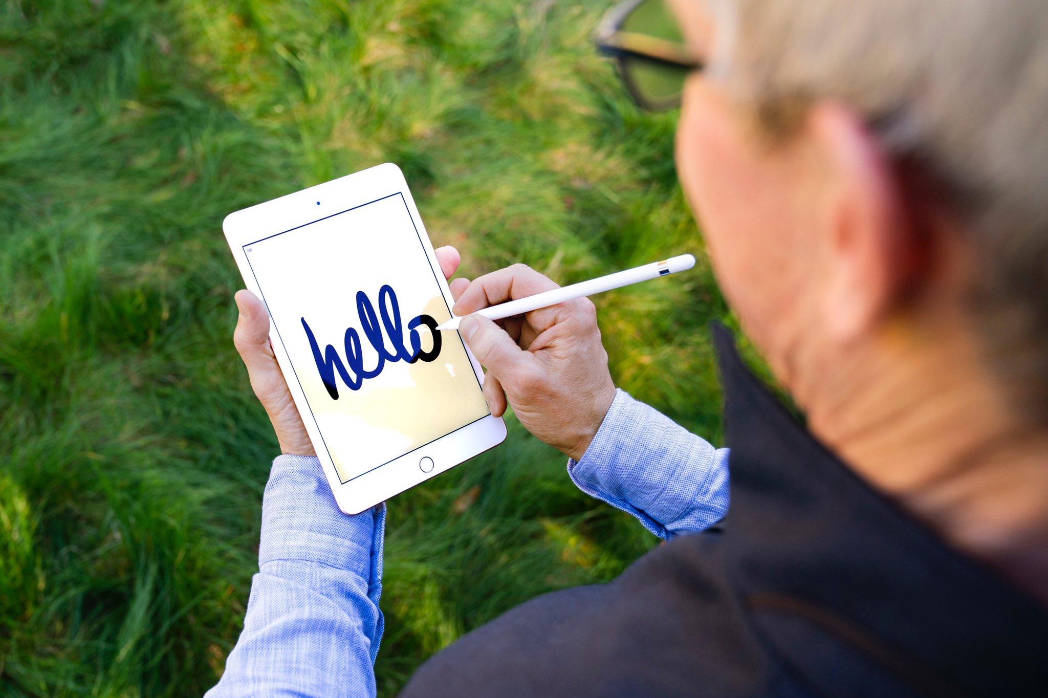 Tim Cook met iPad mini.