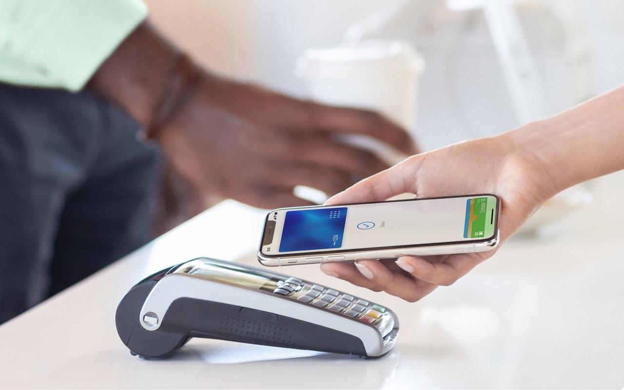 Algemene Apple Pay kaart bij een pinapparaat.