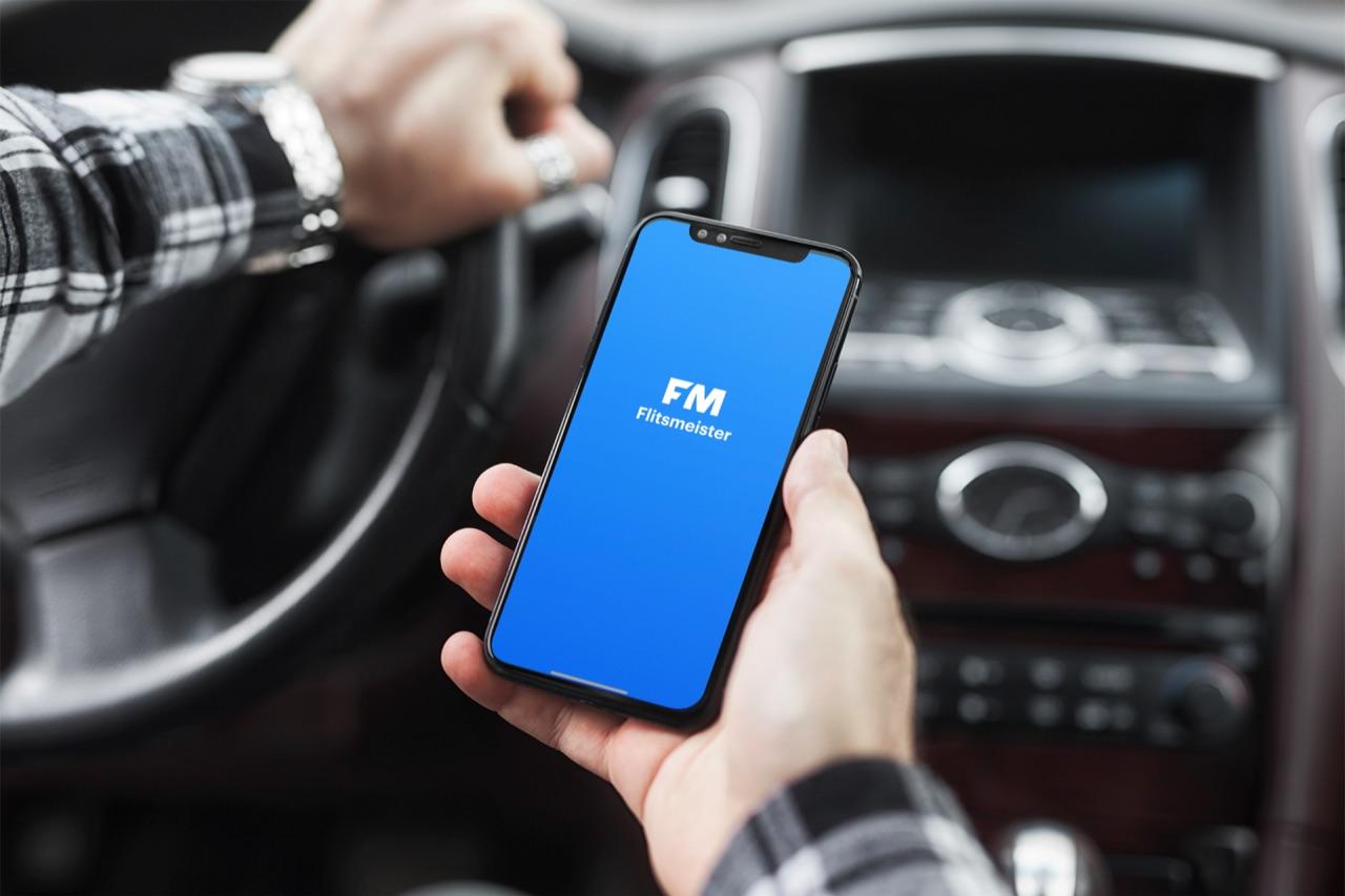 Flitsmeister app in de auto.