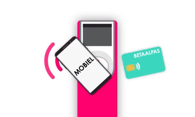 OVpay in openbaar vervoer met iPhone en pinpas.