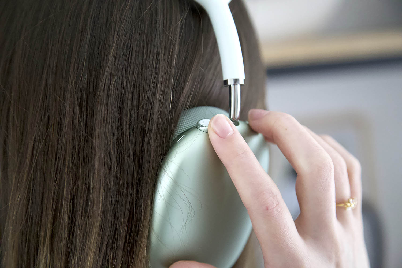 AirPods Max review: Digital Crown
