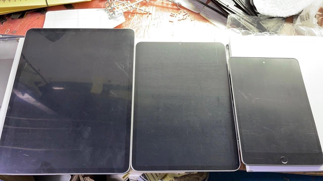 iPad mini 2021 en iPad Pro 2021 dummy met de voorkant.