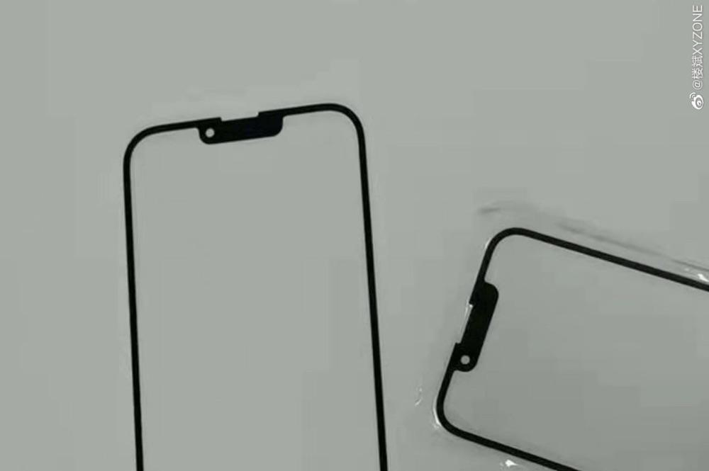 Notch iPhone 13 in gelekt paneel.