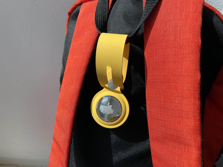 AirTag review met gele hanger