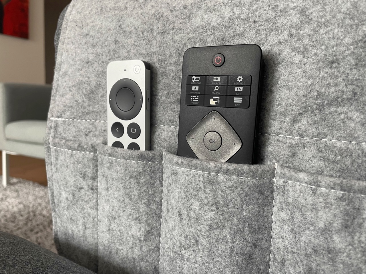 Siri Remote 2021 review: opbergen in een armleuning.