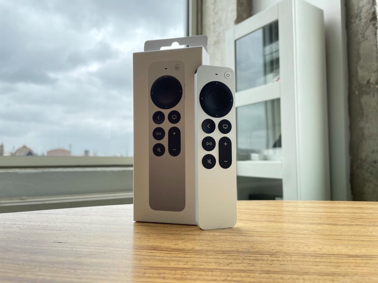 Siri Remote 2021 review met doos.