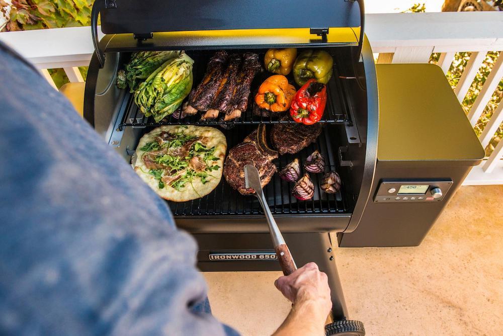 treager-ironwood-650-barbecue-bedienen-met-app