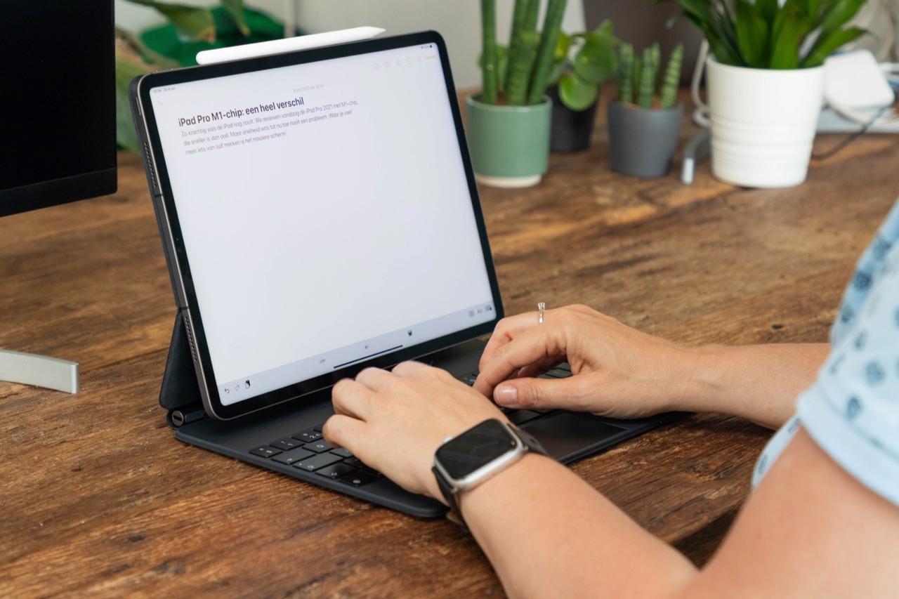 Typen op iPad Pro 2021 Smart Keyboard