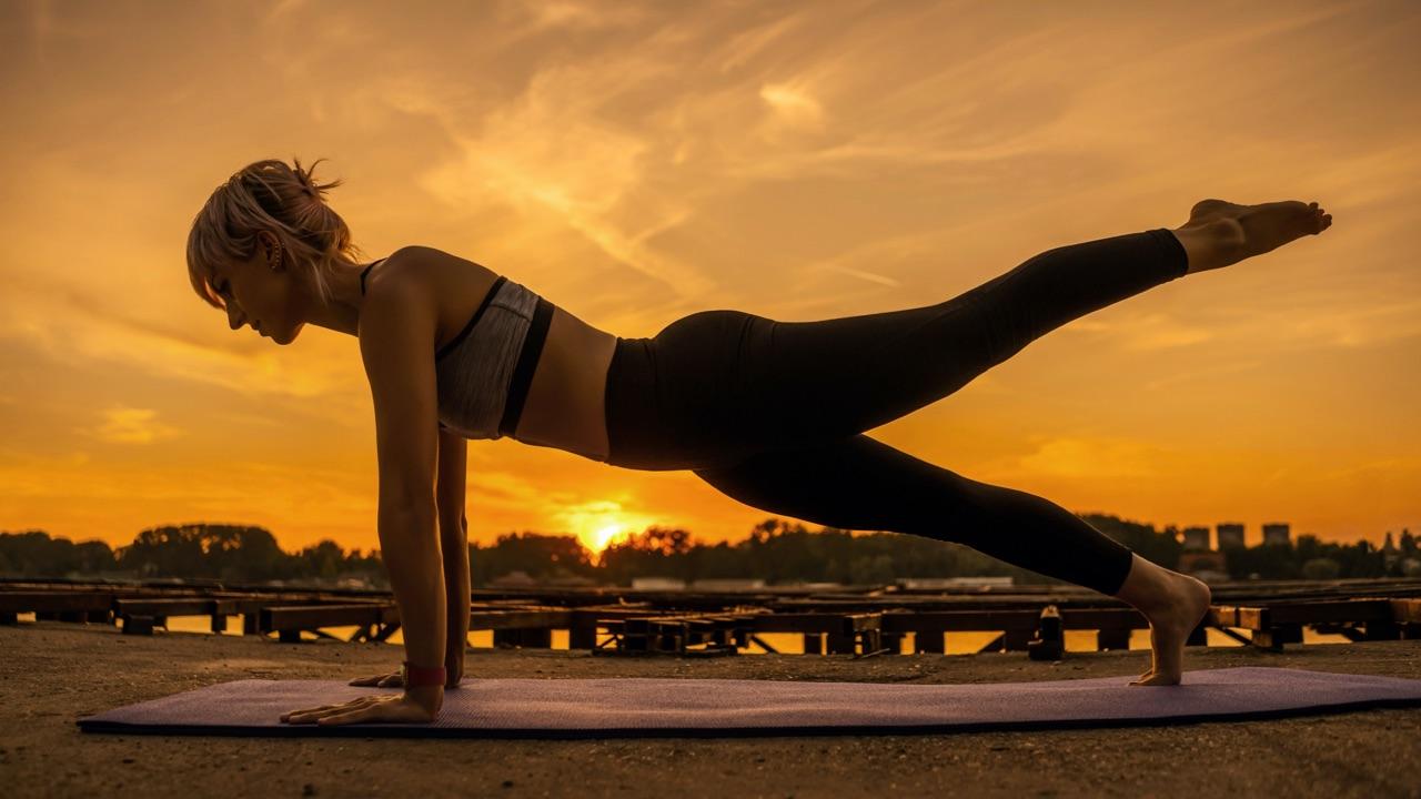 Vrouw doet pilates met Apple Watch
