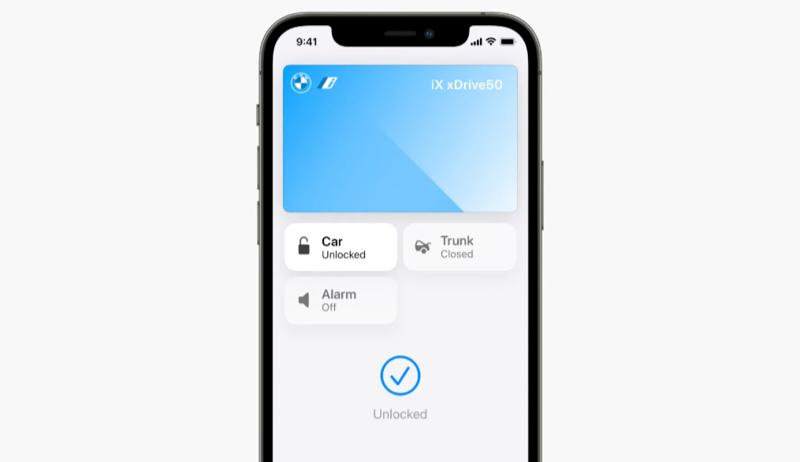 Car Keys in Wallet in iOS 15 met bedieningsknoppen.