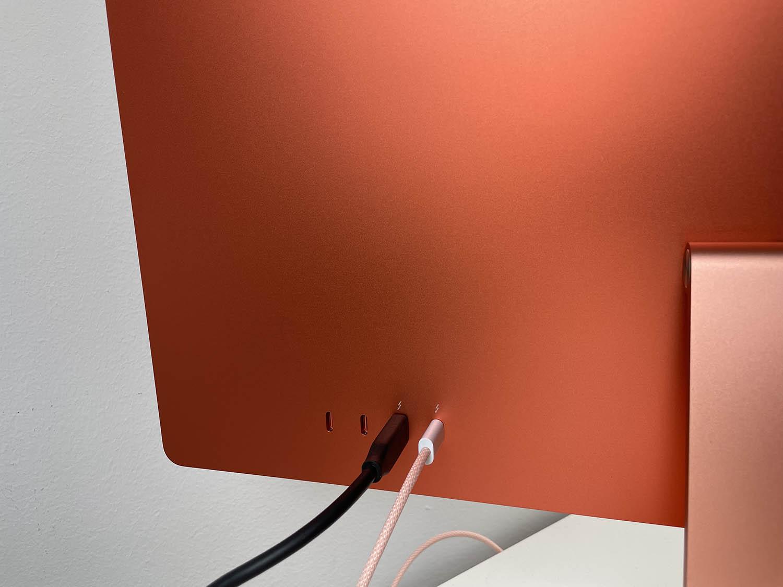 Poorten achterop de iMac M1