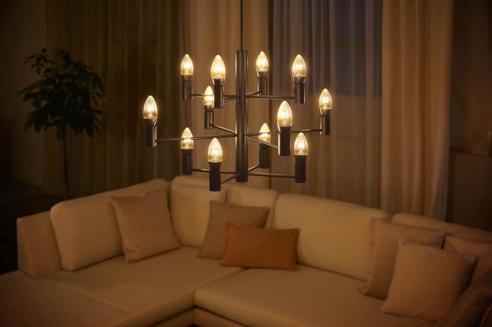Philips Hue Filament White kaarslamp E14.