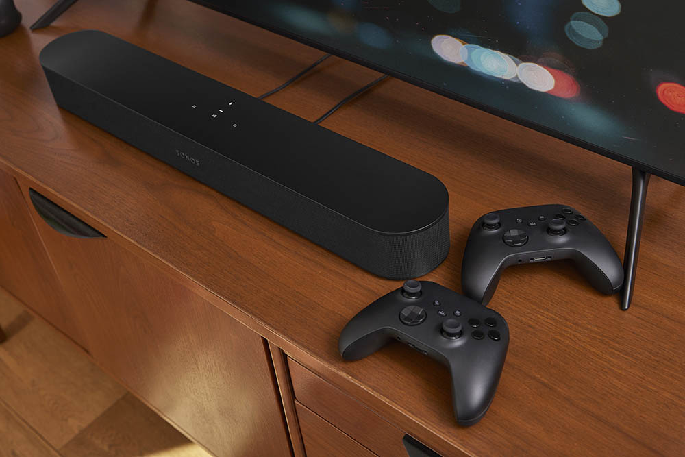 Sonos Beam 2 met gamecontrollers