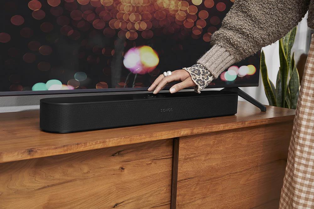 Sonos Beam 2 zwart met hand
