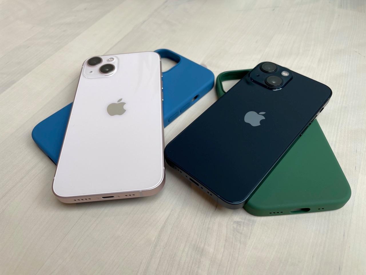 iPhone 13 met gekleurde hoesjes.