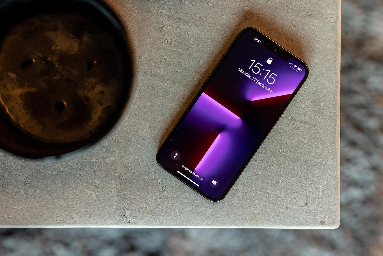 iPhone 13 Pro goud voorkant met notch