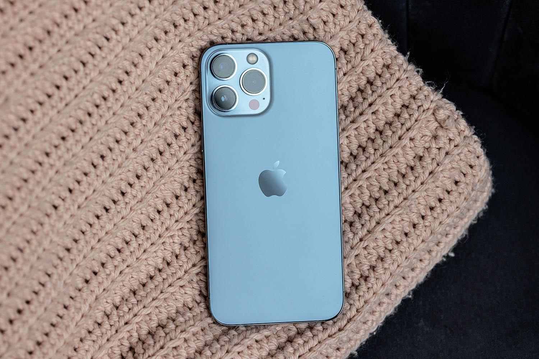 iPhone 13 Pro Max in Sierra Blue, achterkant